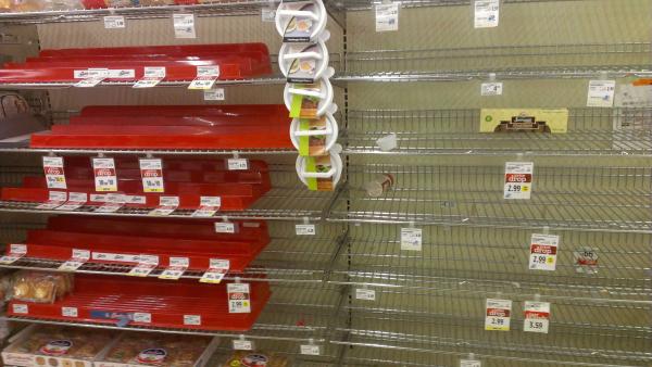 leere-Supermarkt-Regale